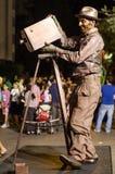 Un hombre que presenta como estatua viva en un festival Fotos de archivo libres de regalías
