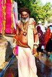 Un hombre santo hindú del sadhu en el mela 2016, Ujjain la India del kumbh de Maha del simhasth Imagenes de archivo