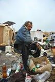 Un hombre sin hogar en un vaciado Imagen de archivo