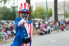 Un hombre vestido como tío Sam Imagen de archivo