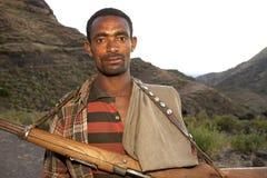 Un homme avec une arme à feu, Ethiopie Photos stock