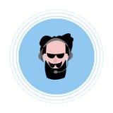 Un homme avec une barbe noire et moustache, écouteurs de port avec un microphone Icône plate Photo stock