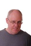 Un homme Balding plus âgé dans la chemise grise images stock