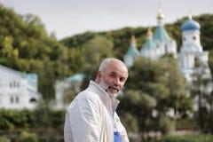 Un homme d'âge mûr moitié-tourné Photo libre de droits