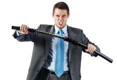 Un homme d'affaires agressif avec l'épée japonaise Image stock