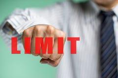 Un homme d'affaires veulent surmonter la limite Images stock