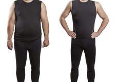 Un homme dans des vêtements noirs pleins et minces photos stock