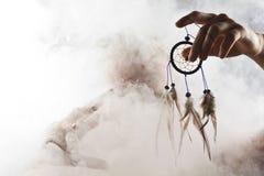 Un homme dans la fumée abstraite Photographie stock libre de droits