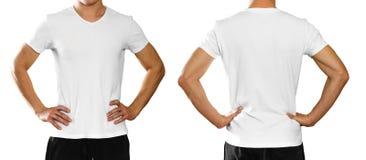 Un homme dans un T-shirt blanc propre vide sur le backgro blanc photo stock