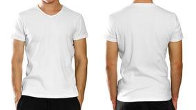 Un homme dans un T-shirt blanc propre vide sur le backgrou gris photos stock