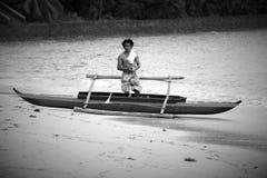 Un homme dans un bateau Images libres de droits
