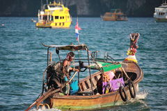 Un homme dans un bateau Image stock