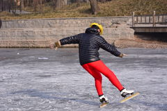 Un homme de patinage Images libres de droits