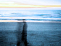 Un homme et son âme, lever de soleil photographie stock