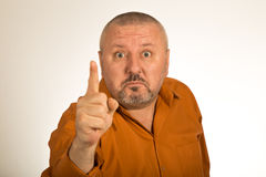 Un homme fâché avec la barbe dirigeant le doigt à vous Images libres de droits