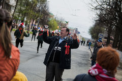 Un homme gai à la démonstration de mayday Image stock
