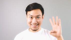 Un homme montrant à signe de main la quatrième chose Photographie stock