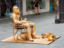 Un homme peint dans la couleur d'or Photos libres de droits