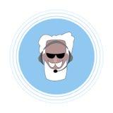Un homme plus âgé avec une barbe grise et moustache avec des écouteurs avec un microphone Icône plate Photographie stock libre de droits