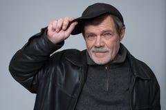 Un homme plus âgé dans un chapeau image libre de droits