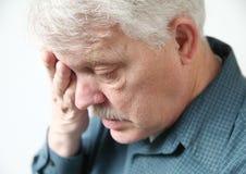 Un homme plus âgé fatigué Photos libres de droits