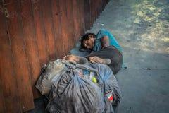 Un homme sans abri Photo stock