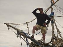 Un homme se tient sur Grace Darling, Hoylake Images stock
