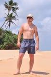 Homme dans des lunettes de soleil images libres de droits