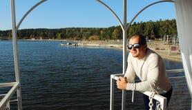 Un homme sur le bateau Image libre de droits