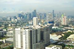 Un horizonte urbano con las construcciones de edificios Imagen de archivo