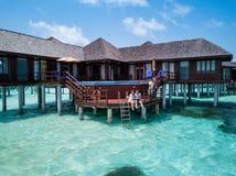 Un hotel turístico hermoso en los Maldivas imágenes de archivo libres de regalías