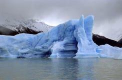 Un iceberg lumineux en mauvaises conditions Photos libres de droits