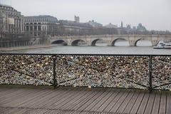 Il ponte Parigi dell'amante Fotografie Stock