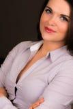 Belle giovani donne di affari con le armi piegate Fotografie Stock Libere da Diritti