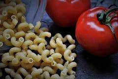 Un'immagine di buio oltre con i pomodori Fotografia Stock Libera da Diritti