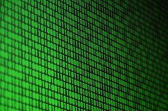 Un'immagine di un codice binario ha composto di un insieme delle cifre verdi su un fondo nero fotografia stock