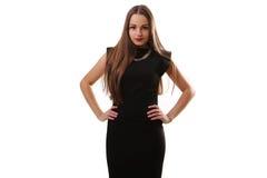 Un'immagine di giovane bella donna in un vestito nero che posa ove Fotografia Stock Libera da Diritti