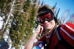 Un'immagine di stile di vita di salute di giovane snowboarder Fotografie Stock
