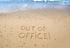 Un'immagine semplice di concetto scritta nella sabbia su una bella spiaggia tropicale Fotografia Stock