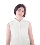 Un impiegato di concetto deludente Una femmina espressiva isolata su un fondo bianco Una signora castana disgustata in abbigliame Fotografie Stock
