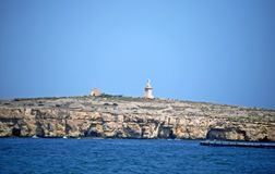 Un'impresa di piscicoltura nel mar Mediterraneo fotografia stock libera da diritti