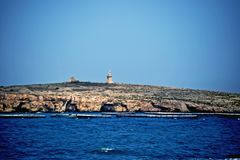 Un'impresa di piscicoltura nel mar Mediterraneo fotografia stock