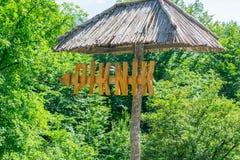 Un indicateur aux terrains de camping de site de vacances images stock