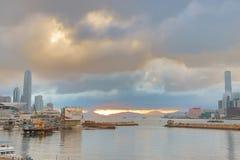 Un ingresso dell'orizzonte della HK di Victoria Harbour Fotografie Stock Libere da Diritti