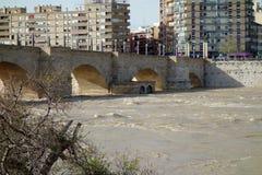 Un inondazione del fiume Ebro in un giorno antico di civilizzazione Immagine Stock