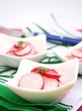 Un'insalata fresca del ravanello rosso Fotografie Stock