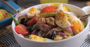 Un'insalata fresca, sana, organica del nicoise Immagini Stock