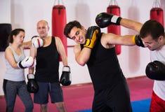 Un inscatolamento di due uomini dell'atleta Fotografie Stock
