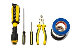 Un insieme degli strumenti per la riparazione e l'installazione degli elettricisti fotografia stock libera da diritti