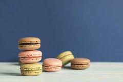 Un insieme dei macarons differenti Fotografia Stock Libera da Diritti